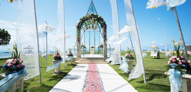 Εδώ και μερικά χρόνια, υπάρχει μια νέα τάση στους γάμους ειδικά στο εξωτερικό. Ποια είναι αυτή; Ο θεματικός γάμος! Κι αν δεν καταλαβαίνετε τι ακριβώς εννοούμε, θα σας εξηγήσουμε αμέσως. Η διαδικασία είναι απλή. Εσείς πρακτικά διαλέγετε ένα θέμα για τον γάμο σας (πχ. vintage, rustic, οικολογικός, λάτιν γάμο, παραδοσιακό γάμο, κ.ά.) κι εμείς προσαρμόζουμε […]