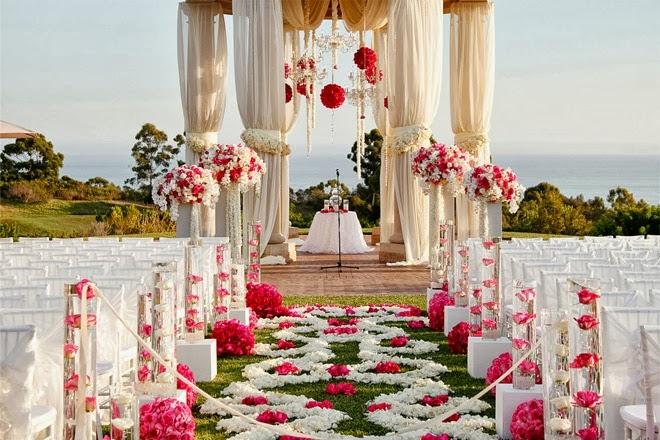 Το μυστήριο του γάμου είναι απολύτως σημαντικό και συγκινητικό. Η δεξίωση, όμως, που ακολουθεί είναι must να κάνει κρότο! Πρόκειται για κάτι μεγάλο που αποτελεί πρόκληση. Τόσο για το ζευγάρι, αλλά και τους πιθανούς wedding planners του γάμου. Πλέον η δεξίωση των γάμων τείνει να έχει το ίδιο θέμα με την τελετή, τα προσκλητήρια και […]