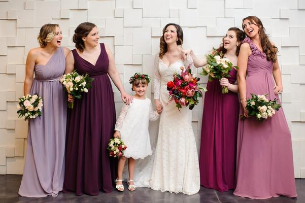 Τα φορέματα που θα διαλέξετε για τις παρανύμφους σας θα πρέπει να ταιριάζουν απόλυτα! Τόσο με το ύφος και θέμα του γάμου σας, όσο και στα σώματα της καθεμίας. Γι'αυτό αφιερώστε τον απαιτούμενο χρόνο για να γίνει σωστά η επιλογή τους.