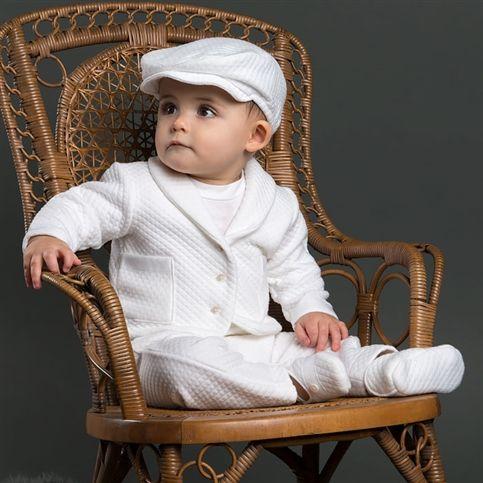 Ένα ολοκληρωμένο σετ βάπτισης περιλαμβάνει το βαπτιστικό ρούχο, το παπουτσάκι, τη λαμπάδα, ένα κουτί ή μία τσάντα, το λαδόπανο, το σετ λαδιού εκκλησίας, τη μπομπονιέρα και το προσκλητήριο. Επιλέξτε το θέμα της βάπτισης που σας αρέσει ανάλογα με το γούστο και την αισθητική σας, δημιουργώντας το δικό σας μοναδικό σετ βάπτισης! Εμείς, ωστόσο, είμαστε εδώ […]