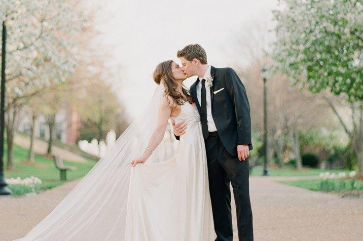 Εκτός του ότι πρέπει να επιλέξετε τι είδους τελετή θέλετε να κάνετε (θρησκευτική ή πολιτική), θα πρέπει να δείτε και τις περαιτέρω λεπτομέρειες. Ο συντονισμός της γαμήλιας ημέρας περιλαμβάνει διάφορες υποκατηγορίες. Όπως για παράδειγμα, ο χώρος δεξίωσης, οι φωτογραφίες, ο πρώτος σας χορός κλπ. Παρακάτω διαβάστε συμβουλές για να έχετε την καλύτερη γαμήλια ημέρα, είτε […]