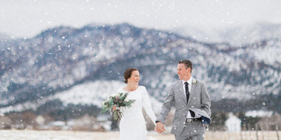 Οι κρύες χειμωνιάτικες ημέρες και βραδιές δεν αργούν να φτάσουν. Και μαζί τους έρχεται και η σημαντική ημέρα για εσάς που αποφασίσετε να κάνετε τον γάμο σας σε χιονισμένα τοπία!Βλέπετε, πλέον, γάμοι δεν εκτελούνται μόνο τους καλοκαιρινούς μήνες.Οι λόγοι κυρίως δύο. Πρώτον, η μεγάλη ζήτηση τους καλοκαιρινούς κι ανοιξιάτικους μήνες. Δεύτερον, λόγω της οικονομικής κρίσης, […]