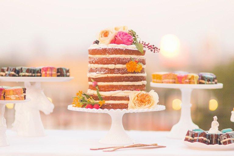 Πιστεύετε ότι γνωρίζετε τα πάντα σχετικά με τιςγαμήλιες τούρτες; Όσο πιο ενημερωμένοι είστε, τόσο καλύτερες θα είναι οι αποφάσεις που θα πάρετε.Παρακάτω συγκεντρώσαμε τις κορυφαίες συμβουλές για να διαλέξετε την τέλεια γαμήλια τούρτα.