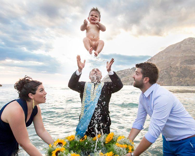 Η οργάνωση της δεξίωσης βάπτισης μπορεί να γίνει μια εύκολη υπόθεση αν ακολουθήσετε μερικά απλά βήματα. Στο προηγούμενο άρθρο μας σας παρουσιάσαμε τρία από τα σημαντικότερα. Εδώ συνεχίζουμε με άλλα τρία βασικά βήματα για να έχετε μία άψογη και ομαλή ημέρα βάπτισης!