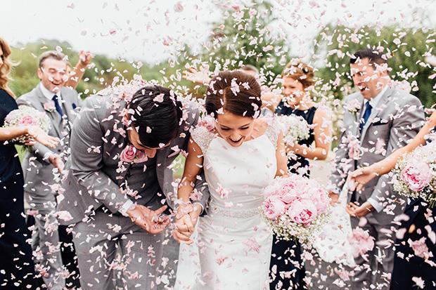 Γνωρίζετε τις επιλογές και τις ευκολίες που προσφέρει ένας γάμος ημέρας;Ξεκινήστε ένα σαββατοκύριακο εορτασμού με ένα γάμο ημέρας αντί να περιμένετε μέχρι τις 6 μ.μ.! Έχουμε συγκεντρώσει τις πιο συνηθισμένες ερωτήσεις γύρω από ένα μεσημεριανό γάμο και σας δίνουμε τις απαντήσεις των ειδικών!